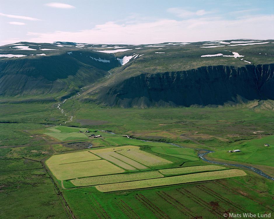 Á og Kross séð til suðurs, Dalabyggð áður Skarðshreppur / A and Kross farms viewing south, Dalabyggd former Skardshreppur.
