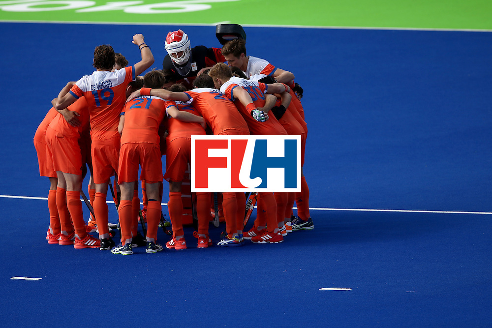 RIO DE JANEIRO, BRAZIL - AUGUST 11:  Netherlands huddles against India during a Men's Preliminary Pool B match on Day 6 of the Rio 2016 Olympics at the Olympic Hockey Centre on August 11, 2016 in Rio de Janeiro, Brazil.  (Photo by Sean M. Haffey/Getty Images)