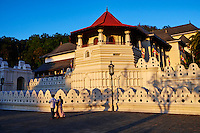 Sri Lanka, province du centre, Kandy, ville classée patrimoine mondial de l'UNESCO, Temple de la Dent (Sri Dalada Maligawa) qui renferme une relique de dent de Bouddha //<br /> Sri Lanka, Ceylon, North Central Province, Kandy, UNESCO World Heritage city, Tooth's temple