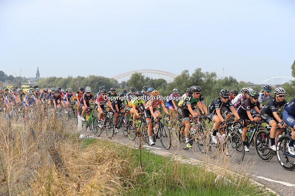 29-08-2018: Wielrennen: Ladies Tour: Nijmegen<br />Peloton ijn de Ooijpolder bij Nijmegen