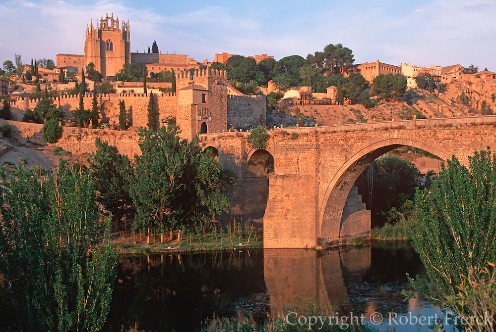 SPAIN, LA MANCHA, TOLEDO San Martin bridge above the Rio Tajo