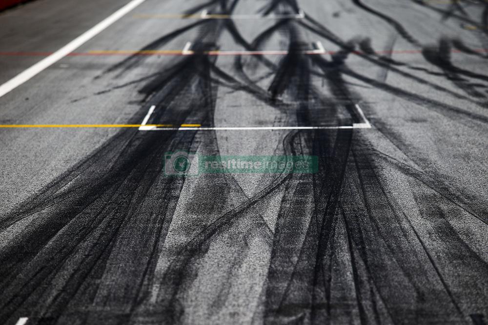 July 1, 2018 - Spielberg, Austria - Motorsports: FIA Formula One World Championship 2018, Grand Prix of Austria, ..track, Rennstrecke, tyres marks, skidmarks, Fahrbahn, Bremsspur, Bremsspuren, Strecke, Gummi, Spur, Reifenspuren, Reifenspur, Streifen, Asphalt, Abrieb, Gummi, marks  (Credit Image: © Hoch Zwei via ZUMA Wire)