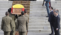 Members of the military carry the coffin of former Spanish Prime Minister Adolfo Suarez to the Spanish Parliament in Madrid.<br /> Adolfo Suarez, the prime minister who led Spain to democracy after decades of dictatorship and became its first elected premier after the death of General Francisco Franco, died on March 23, 2014 aged 81. The coffin arrived today to the Parliamentary Building, Madrid, Spain, Sunday, 23rd March 2014. Picture by DyD Fotografos / i-Images<br /> SPAIN OUT