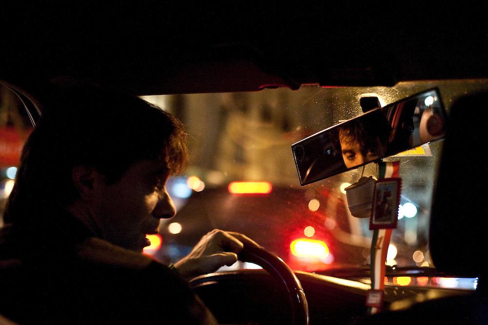 Buenos Aires, Argentina...Imagens da cidade de Buenos Aires, capital da Argentina. Imagem interna do taxi...The Buenos Aires city, in this photo inside a taxi...Foto: JOAO MARCOS ROSA / NITRO