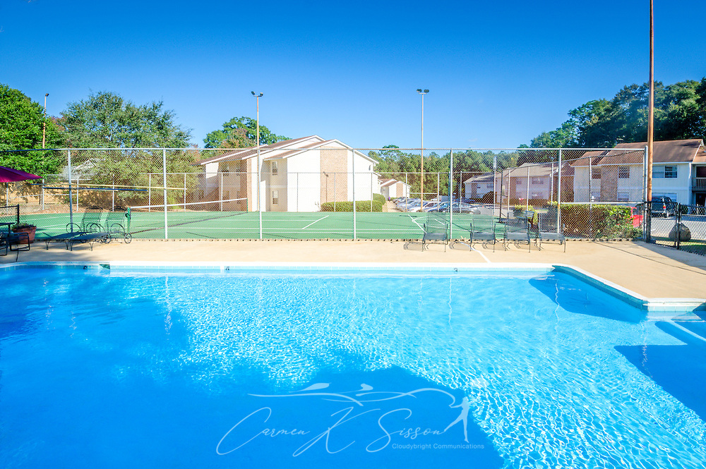 The swimming pool and tennis court at Four Seasons apartments are pictured, Nov. 24, 2015, in Mobile, Alabama. The apartment complex, managed by Sealy Management Co., is located on East Drive. (Photo by Carmen K. Sisson/Cloudybright)