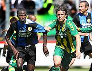 18-05-2008 Voetbal:ADO DEN HAAG:RKC Waalwijk:Waalwijk<br /> Daryl Janmaat trekt aan het shirt van Fred Benson<br /> Foto: Geert van Erven