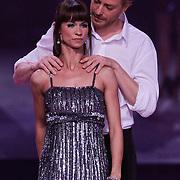 NLD/Hilversum/20120916 - 4de live uitzending AVRO Strictly Come Dancing 2012, Mark van Eeuwen met danspartner Jessica Maybury
