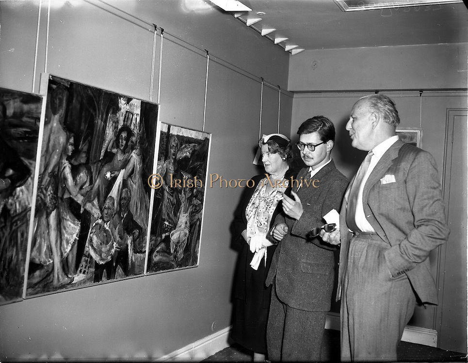 20/09/1955<br /> 09/20/1955<br /> 20 September 1955<br /> Exhibition of paintings by English abstract expressionist artist, Barrie Cooke at the Little Theatre, Brown Thomas and Co. Ltd., Grafton Street, Dublin. Mr Barrie Cooke is in centre.