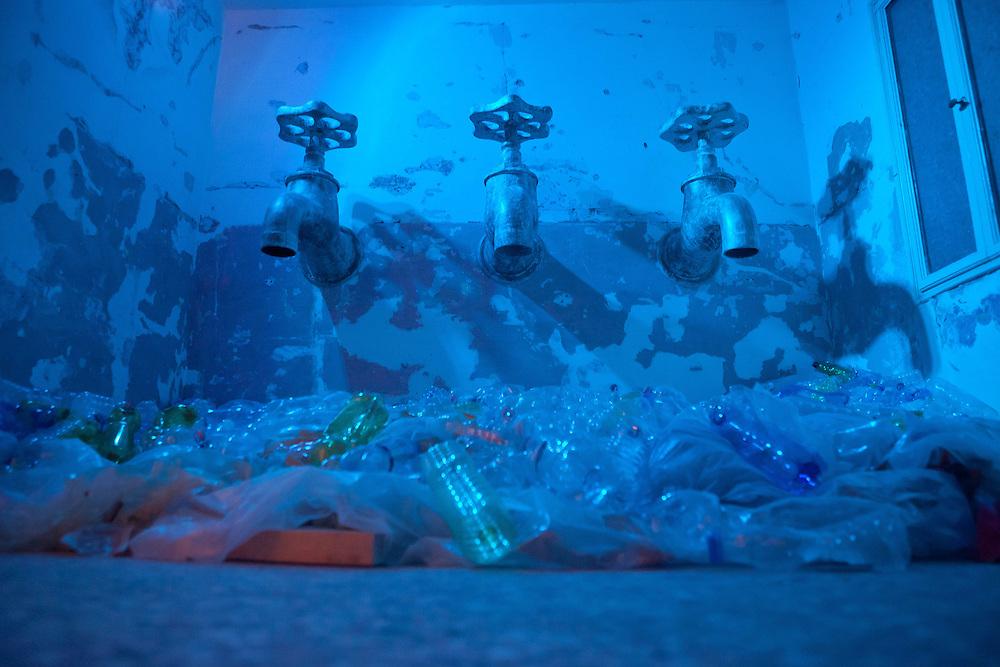 "ITALY - Italien - Kunst - 54 th ART BIENNALE VENICE;  la Biennale di Venezia.54th International Art Exhibition Awards.ILLUMInazioni - Here: IRAQI PAVILLION - "" Wounded Water - Acqua ferita""; Venedig, 01.06.2011; © Christian Jungeblodt"