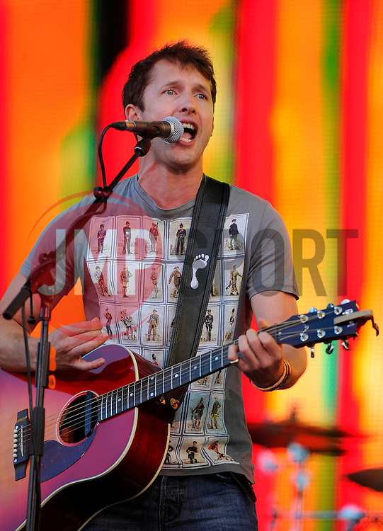 James Blunt performs - Photo mandatory by-line: Joe Meredith/JMP - Mobile: 07966 386802 - 14/09/14 - The Invictus Games - Day 4 - Closing Ceremony - London - Queen Elizabeth Olympic Park