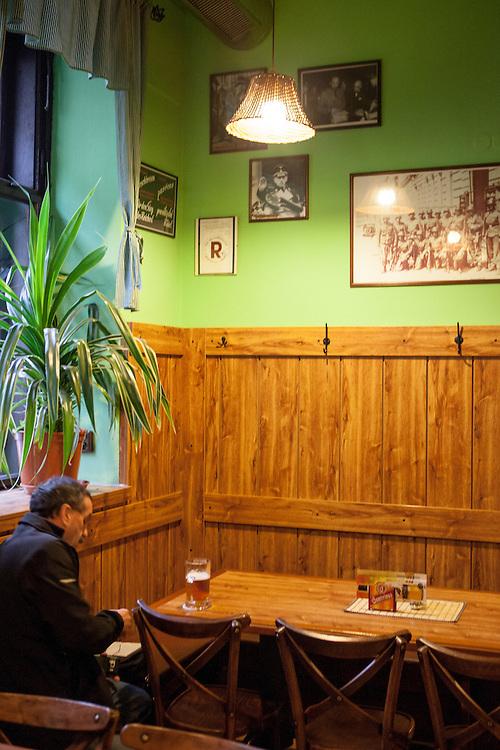 Restaurant Krcma u Parasutistu gegenüber der Kirche St. Kyrill und St. Method in der Resslova Strasse.