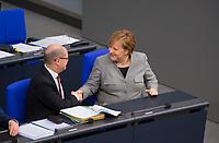 DEU, Deutschland, Germany, Berlin, 31.01.2019: Bundeskanzlerin Dr. Angela Merkel (CDU) und Bundesfinanzminister Olaf Scholz (SPD) geben sich die Hand während einer Plenarsitzung im Deutschen Bundestag.