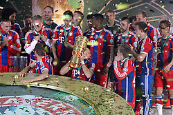 17.05.2014, Olympiastadion, Berlin, GER, DFB Pokal, Borussia Dortmund vs FC Bayern Muenchen, Finale, im Bild die Mannschaft des FC Bayern Muenchen freut sich ??ber die gewonnene Pokalfinale und haelt den Pokal in den Haenden, Arjen Robben #10 (FC Bayern Muenchen) // during the mens DFB Pokal final match between Borussia Dortmund and FC Bayern Munich at the Olympiastadion in Berlin, Germany on 2014/05/17. EXPA Pictures &copy; 2014, PhotoCredit: EXPA/ Eibner-Pressefoto/ Kolbert<br /> <br /> *****ATTENTION - OUT of GER*****