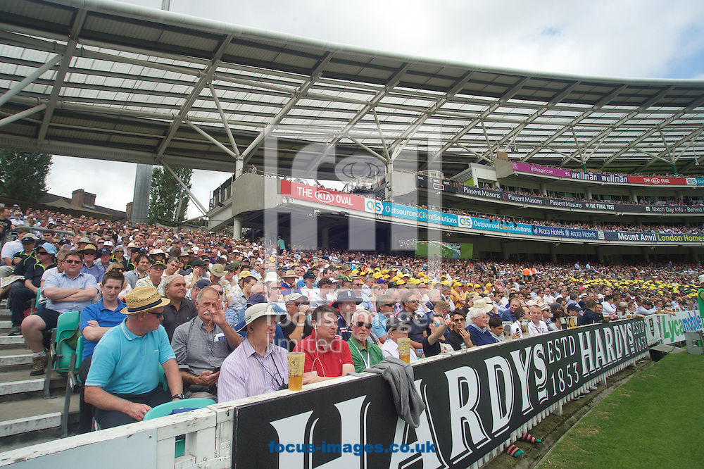 Sell out crowds enjoying the cricket during the 5th Investec Ashes Test Match match at the Kia Oval, London<br /> Picture by Alan Stanford/Focus Images Ltd +44 7915 056117<br /> 20/08/2015