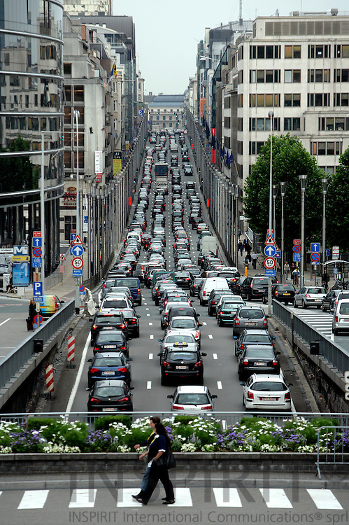 BRUSSELS - BELGIUM - 03 JULY 2007 -- Heavy ingoing morning traffic at Brussels Rue de la Loi seen from Round Point Schman in mittle of the EU area. -- Photo: Erik Luntang