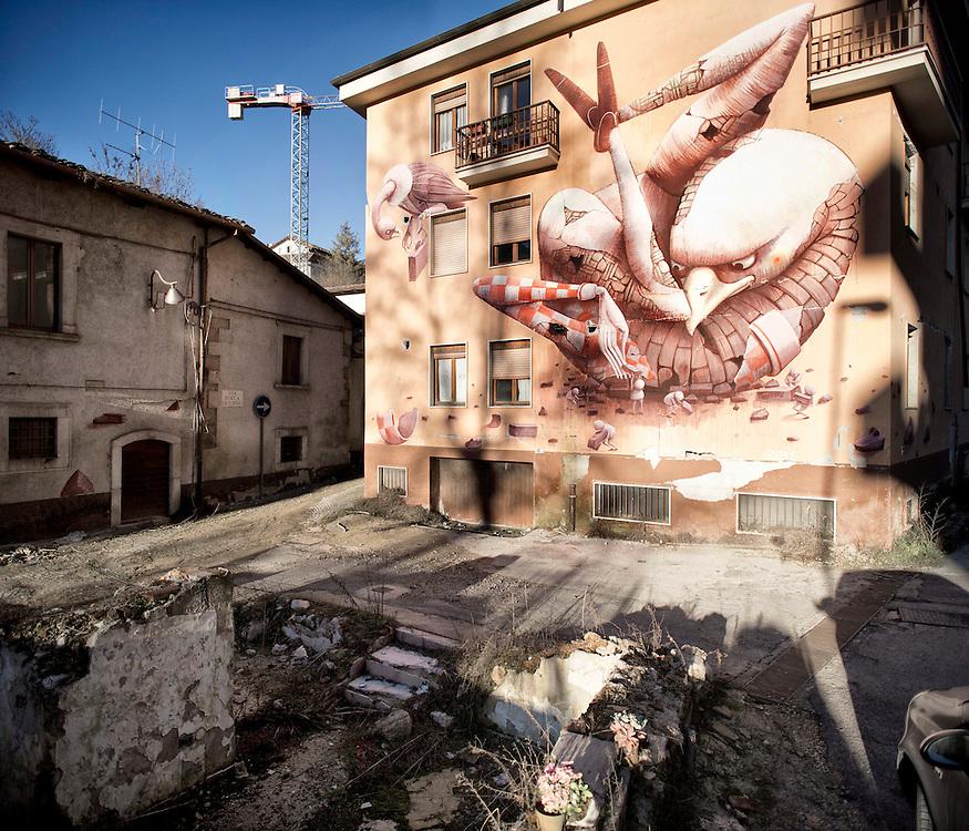 Murales by Zed a L'Aquila &quot;L'Aquila ripiegata&quot;<br /> <br /> Murales by Zed of L'Aquila &quot;eagle folded&quot;
