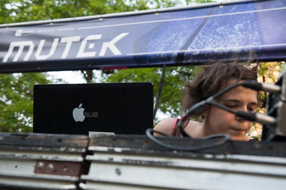 Magnanime (CA) , Expérience 1, parc de la paix, Montreal, 30 mai 2012.