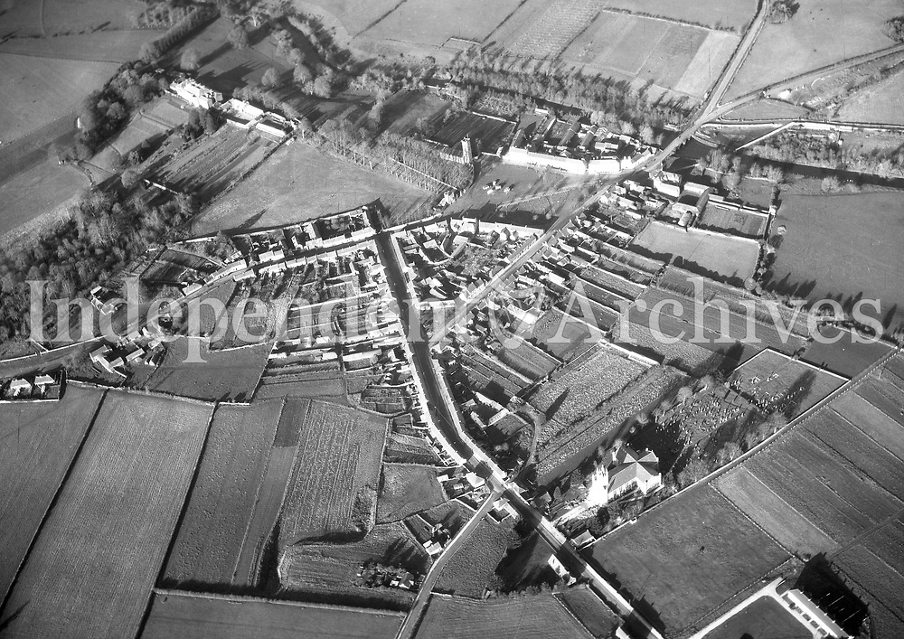 A189 Durrow.   18/10/57. (Part of the Independent Newspapers Ireland/NLI collection.)<br /> <br /> <br /> These aerial views of Ireland from the Morgan Collection were taken during the mid-1950's, comprising medium and low altitude black-and-white birds-eye views of places and events, many of which were commissioned by clients. From 1951 to 1958 a different aerial picture was published each Friday in the Irish Independent in a series called, 'Views from the Air'.