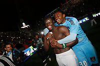 FOOTBALL - FRENCH CHAMPIONSHIP 2009/2010 - L1 - OLYMPIQUE MARSEILLE v STADE RENNAIS - 5/05/2010 - PHOTO PHILIPPE LAURENSON / DPPI - CELEBRATION STEVE MANDANDA AND ISMAILA TAIWO (OM) AFTER WINNING THE FRENCH'S LIGUE 1 CHAMPIONSHIP