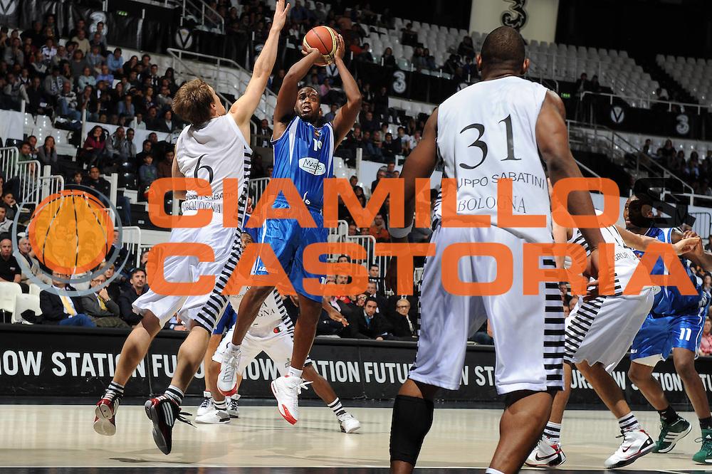 DESCRIZIONE : Bologna Lega A 2009-10 Basket Virtus Bologna Martos Napoli<br /> GIOCATORE : Damon Jones<br /> SQUADRA : Martos Napoli<br /> EVENTO : Campionato Lega A 2009-2010<br /> GARA : Virtus Bologna Martos Napoli<br /> DATA : 25/10/2009<br /> CATEGORIA : tiro<br /> SPORT : Pallacanestro<br /> AUTORE : Agenzia Ciamillo-Castoria/M.Marchi<br /> Galleria : Lega Basket A 2009-2010 <br /> Fotonotizia : Bologna Campionato Italiano Lega A 2009-2010 Virtus Bologna Martos Napoli<br /> Predefinita :