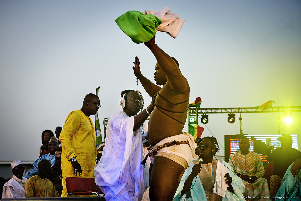 Emeu Sene triumphs after the fight against Balla Gaye 2 on the stage of the Demba Diop stadium in Dakar on April 5, 2015.