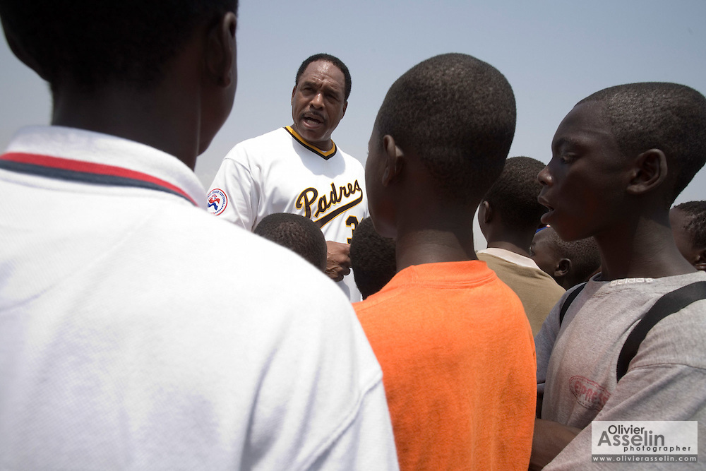 MLB Hall of Famer Dave Winfield adresses a group of children after an exhibition baseball game in the city of Tema, roughly 35 km east of Ghana's capital Accra on Saturday February 3, 2007. The game was being held on the occasion of the visit of a delegation from the American Major League Baseball Association made possible by the African Development Foundation, a non-profit organization that supports little league projects in selected African countries.
