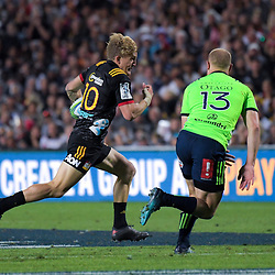 Damien McKenzie tries to beat Matt Faddes during the Super Rugby match between the Chiefs and Highlanders at FMG Stadium in Hamilton, New Zealand on Friday, 30 March 2018. Photo: Dave Lintott / lintottphoto.co.nz
