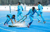 BHUBANESWAR -  Hockey World League finals , Semi Final . Argentina v India.  Remove the water during the rest.  COPYRIGHT KOEN SUYK