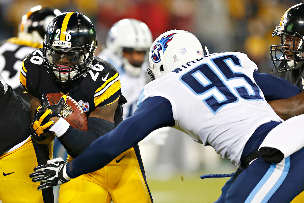 NASHVILLE, TN - NOVEMBER 17:  Le'Veon Bell #26 of the Pittsburgh Steelers runs the ball in the first quarter and is tackled by Kamerion Wimbley #95 of the Tennessee Titans at LP Field on November 17, 2014 in Nashville, Tennessee.  The Steelers defeated the Titans 27-24.  (Photo by Wesley Hitt/Getty Images) *** Local Caption *** Le'Veon Bell; Kamerion Wimbley