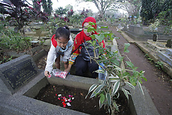 May 5, 2019 - Bogor, Indonesia - The pilgrims prayed at his mother's grave during the grave pilgrimage at the Dreded cemetery, Bogor, West Java, Indonesia, on Sunday, May 5, 2019. A day before Ramadan, Muslims make a grave pilgrimage to pray for their families and relatives who have died. (Credit Image: © Adriana Adie/NurPhoto via ZUMA Press)