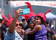 新华社照片,洛杉矶,2017年7月17日<br />     (国际)(11)第十九届年度洛杉矶港口龙虾节<br />     7月16日,民众戴着龙虾帽合照。<br />     在美国洛杉矶圣佩德罗,大批民众出席了号称世界上最大龙虾节&quot;第十九届年度洛杉矶港口龙虾节&quot;。<br />     新华社发(赵汉荣摄)<br /> A family wearing lobster hat at the 19th Annual Port of Los Angeles Lobster Festival in San Pedro, California, the United States, Sunday, July 16, 2017. The world&rsquo;s largest lobster festival, which has been a Southern California tradition since 1999. The event features fresh Maine lobster, wine and draft beer, free entertainment, live music, shopping, and other culinary delights. (Xinhua/Zhao Hanrong)(Photo by Ringo Chiu)<br /> <br /> Usage Notes: This content is intended for editorial use only. For other uses, additional clearances may be required.