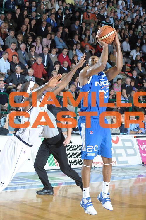 DESCRIZIONE : Ferrara Lega A1 2008-09 Carife Ferrara NGC Cantu <br /> GIOCATORE :  B.J.Elder<br /> SQUADRA : NGC Cantu<br /> EVENTO : Campionato Lega A1 2008-2009 <br /> GARA : Carife Ferrara NGC Cantu  <br /> DATA : 21/12/2008 <br /> CATEGORIA : Tiro<br /> SPORT : Pallacanestro <br /> AUTORE : Agenzia Ciamillo-Castoria/M.Gregolin