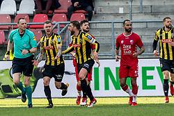 11-03-2018 NED: FC Utrecht - Vitesse, Utrecht<br /> Utrecht verslaat met 5-1 Vitesse / Guram Kashia #37 of Vitesse doet zijn beklag bij scheidsrechter Ed Janssen
