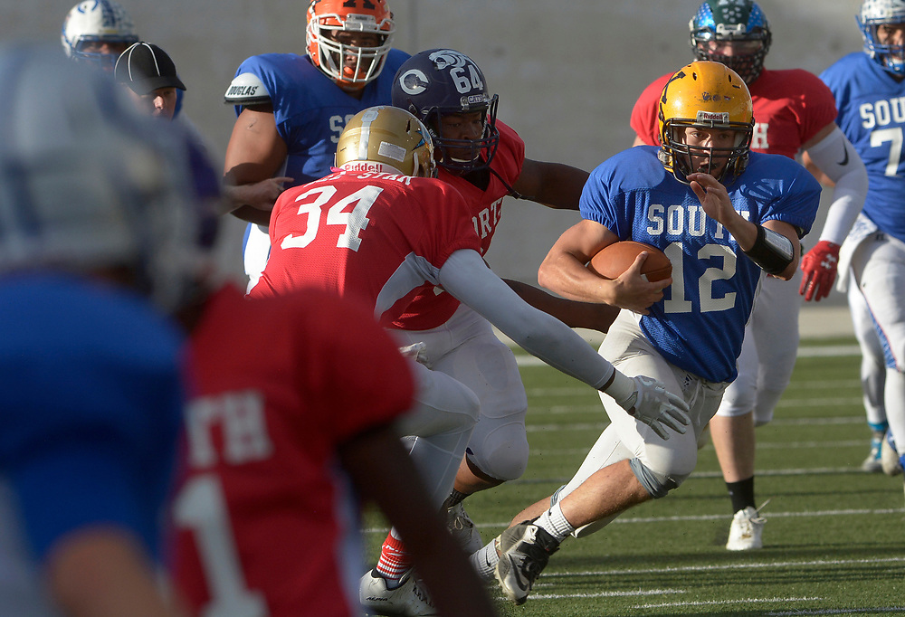 gbs072517i/SPORTS -- South quarterback Drew Ortiz of St. Pius runs with the ball during the North South All-Star game in Nusenda Community Stadium in Albuquerque on Tuesday, July 25, 2017.(Greg Sorber/Albuquerque Journal)