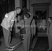 Rome, July 1956. British actor David Niven and a photographer / Roma, Luglio 1956. L'attore David Niven con un fotografo - Marcello Mencarini Historical Archives