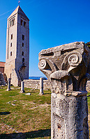 Croatie, baie de Kvarner, Ile et ville de Rab, vestiges de l'eglise St Jean l'Evangéliste // Croatia, Kvarner bay, island and city of Rab, The Romanesque Bell Tower and medieval pillars of the church of St John The Evangelist