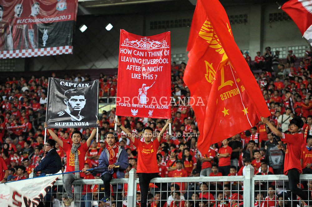 JAKARTA, INDONESIA - Saturday, July 20, 2013: Liverpool supporters before a preseason friendly against Indonesia XI at the Gelora Bung Karno Stadium. (Pic by David Rawcliffe/Propaganda)