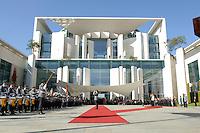 14 SEP 2006, BERLIN/GERMANY:<br /> Wen Jiabao (L auf dem Podest), Premierminister VR China, und Angela Merkel (R auf dem Podest), CDU, Bundeskanzlerin, waehrend dem Empfang von Jiabao mit militaerischen Ehren, Ehrenhof, Bundeskanzleramt<br /> IMAGE: 20060914-01-013<br /> KEYWORDS: W