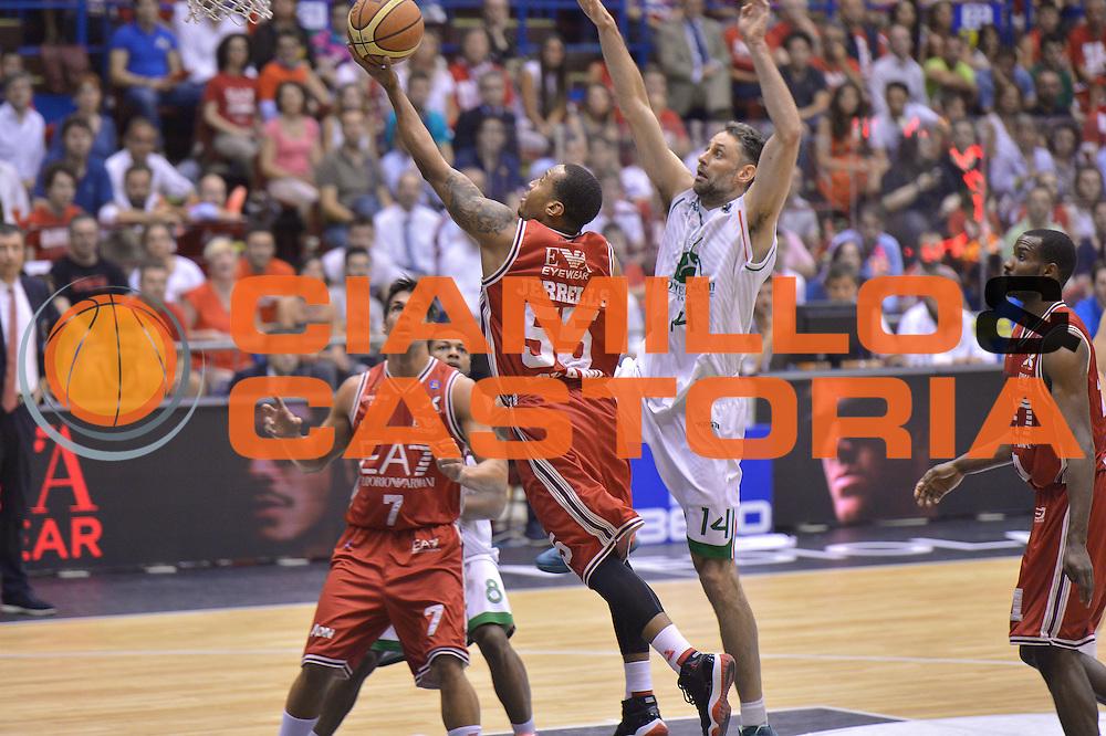 DESCRIZIONE : Milano Lega A 2013-14 EA7 Emporio Armani Milano vs Montepaschi Siena playoff Finale gara 5<br /> GIOCATORE : Curtis Jerrells<br /> CATEGORIA : Tiro<br /> SQUADRA : EA7 Emporio Armani Milano<br /> EVENTO : Finale gara 5 playoff<br /> GARA : EA7 Emporio Armani Milano vs Montepaschi Siena playoff Finale gara 5<br /> DATA : 23/06/2014<br /> SPORT : Pallacanestro <br /> AUTORE : Agenzia Ciamillo-Castoria/I.Mancini<br /> Galleria : Lega Basket A 2013-2014  <br /> Fotonotizia : Milano<br /> Lega A 2013-14 EA7 Emporio Armani Milano vs Montepaschi Siena playoff Finale gara 5<br /> Predefinita :