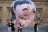 """05 JUN 2015, MUNICH/GERMANY:<br /> Die entwicklungspolitischen Lobby- und Kampagnenorganisation ONE fordert im Rahmen einer Aktion mit Riesenballons auf denen die Gesicher der G7 Regierungschefs abgebildet sind (hier Angela Merkel) Barak Obama) """"mehr als heisse Luft"""" beim Kampf gegen extreme Armut auf dem G7 Gipfel, Odeonsplatz<br /> IMAGE: 20150605-01-106<br /> KEYWORDS: München, ONE.org, Kampagne, Politiker, Gesichter,"""