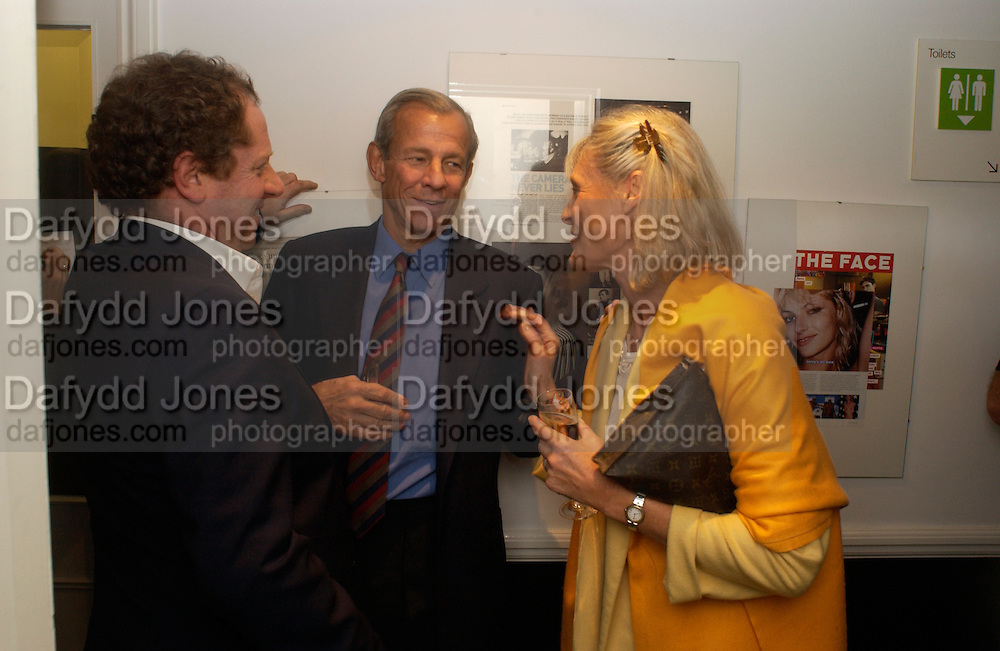 Michael Hoppen, Peter Beard and Martha Hummer Bradley, Living Sculpture - exhibition of work by Peter Beard.  Michael Hoppen Gallery, 3 Jubilee Place. 24 November 2004. ONE TIME USE ONLY - DO NOT ARCHIVE  © Copyright Photograph by Dafydd Jones 66 Stockwell Park Rd. London SW9 0DA Tel 020 7733 0108 www.dafjones.com