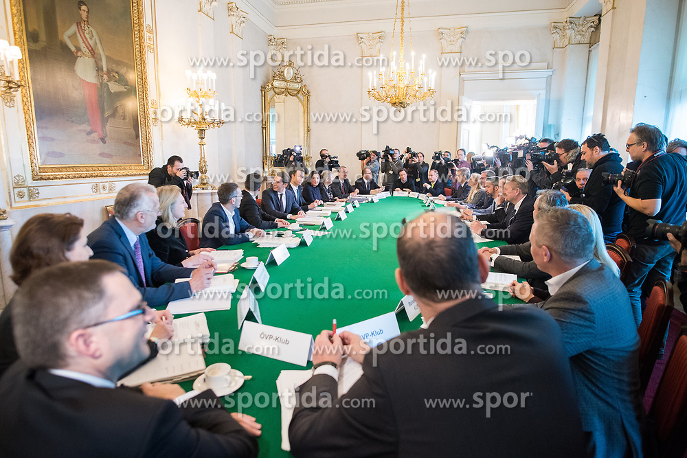 19.12.2017, Bundeskanzleramt, Wien, AUT, Bundesregierung, Erste Sitzung des Ministerrats nach der Angelobung der Türkis-Blauen Regierung, im Bild Tour de Table // before cabinet meeting at federal chancellors office in Vienna, Austria on 2017/12/19 EXPA Pictures © 2017, PhotoCredit: EXPA/ Michael Gruber