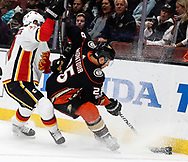 Anaheim Ducks defenseman Brandon Montour (R) and Calgary Flames forward Kris Versteeg vie for the puck during a 2017-2018 NHL hockey game in Anaheim, California, the United States, on Oct. 9, 2017.  Calgary Flames won 2-0. (Xinhua/Zhao Hanrong)
