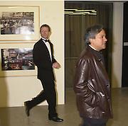 Nicholas Serota and Anish Kapoor. Century City Buffet dinner opening. Tate Bankside. 29 January 2001. © Copyright Photograph by Dafydd Jones 66 Stockwell Park Rd. London SW9 0DA Tel 020 7733 0108 www.dafjones.com