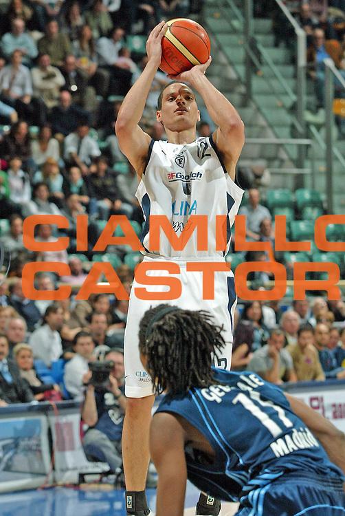 DESCRIZIONE : Bologna Eurolega 2005-06 Climamio Fortitudo Bologna Real Madrid <br /> GIOCATORE : Green<br /> SQUADRA : Climamio Fortitudo Bologna<br /> EVENTO : Eurolega 2005-2006 <br /> GARA : Climamio Fortitudo Bologna Real Madrid <br /> DATA : 30/03/2006 <br /> CATEGORIA : Tiro<br /> SPORT : Pallacanestro <br /> AUTORE : Agenzia Ciamillo-Castoria/G.Livaldi