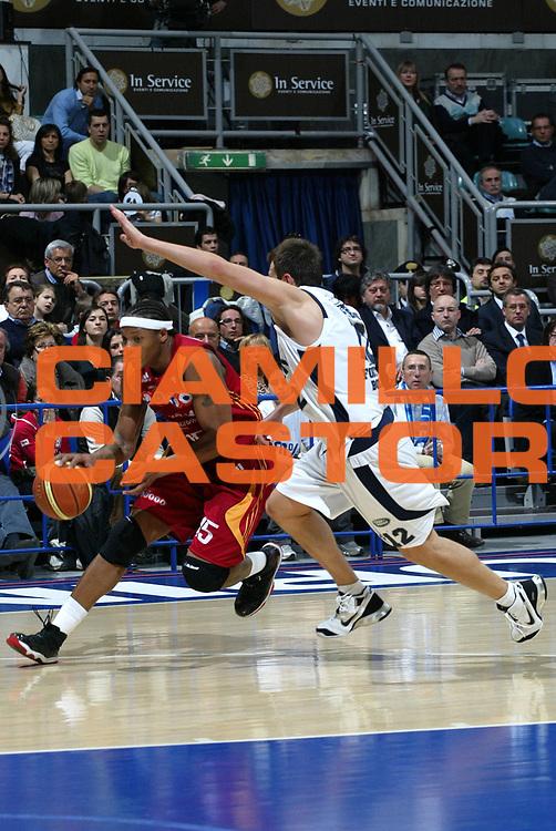 DESCRIZIONE : Bologna Lega A1 2007-08 Upim Fortitudo Bologna Lottomatica Roma <br /> GIOCATORE : David Hawkins <br /> SQUADRA : Lottomatica Roma <br /> EVENTO : Campionato Lega A1 2007-2008 <br /> GARA : Upim Fortitudo Bologna Lottomatica Roma <br /> DATA : 30/03/2008 <br /> CATEGORIA : Palleggio <br /> SPORT : Pallacanestro <br /> AUTORE : Agenzia Ciamillo-Castoria/L.Villani