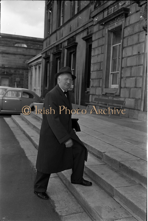 25/06/1963<br /> 06/25/1963<br /> 25 June 1963<br /> Frank Sherwin T.D., arriving at the Dail, Leinster House, Dublin.