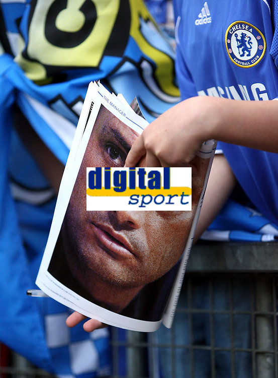 Photo: Paul Thomas.<br /> Blackburn Rovers v Chelsea. The FA Cup, Semi Final. 15/04/2007.<br /> <br /> A Chelsea fan holds a picture of Jose Mourinho, Chelsea manager.