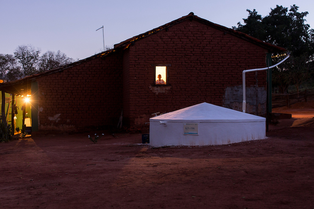 Indaiabira_MG, Brasil.<br /> <br /> ASA, Projeto Um Milhao de Cisternas, cisternas instaladas em residencias da comunidade de Caicara. <br /> <br /> ASA, Project One Million cisterns, cistern installed on Caicara community residences.<br /> <br /> Foto: LEO DRUMOND / NITRO