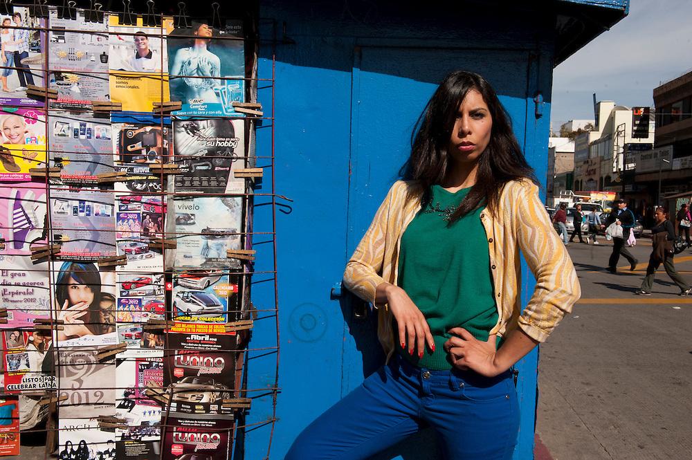 Azzul Monraz, singer, Madamme Ur,  Tijuana, Mexico...© Stefan Falke.http://www.stefanfalke.com/..